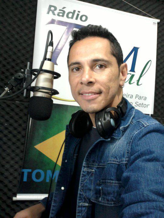 Cleber Silva, diretor fundador da Rádio Tom Social.