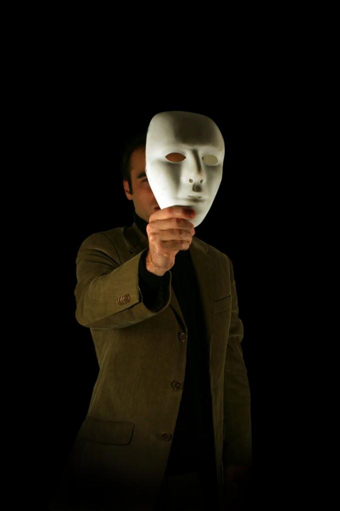 É preciso deixar a máscara da desonestidade de lado e agirmos com integridade.