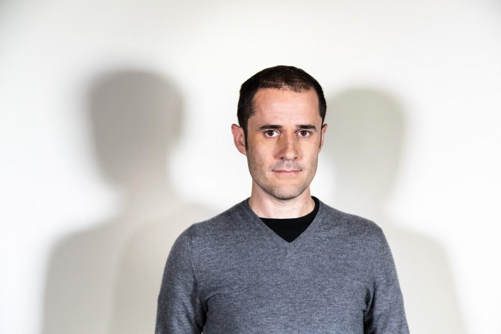 Ev Williams acredita que, para ser bem sucedido na internet, é preciso remover as barreiras aos usuários.