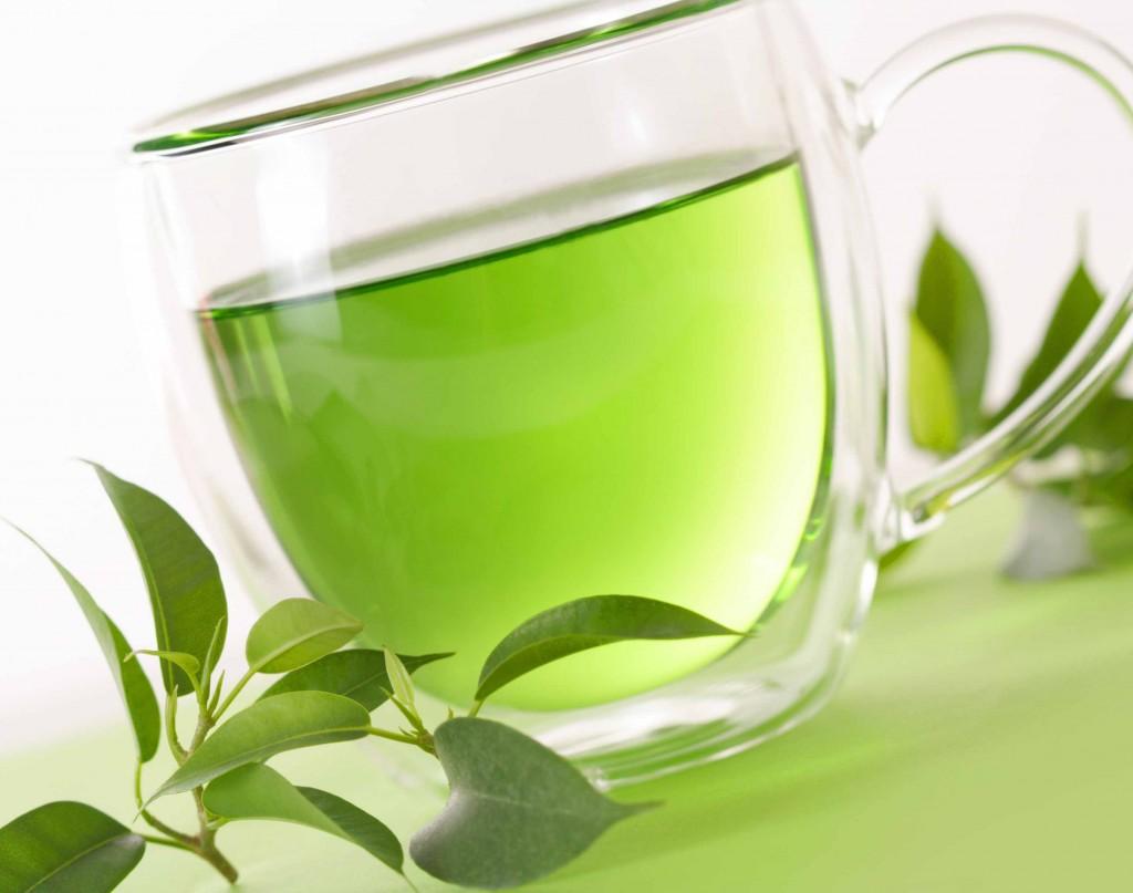 Substitua o café por uma xícara de chá verde.