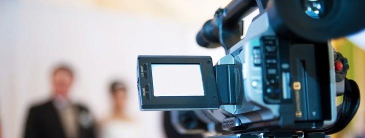 Crie uma estratégia de vídeos que envolva convidados do seu mercado.